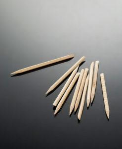 Manikyrpinne i trä