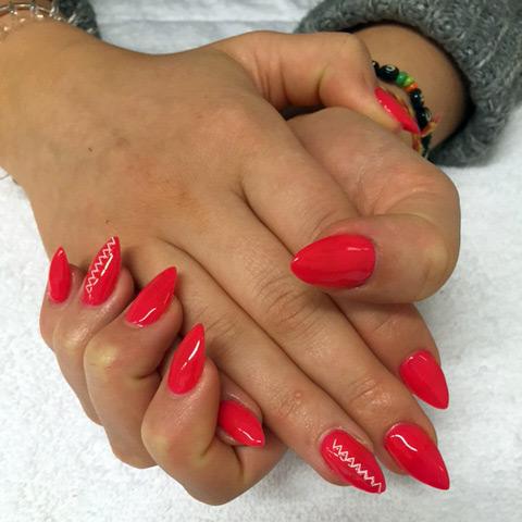På vår nagelterapeut kurs lär man sig förlänga naglar med nagelgelé